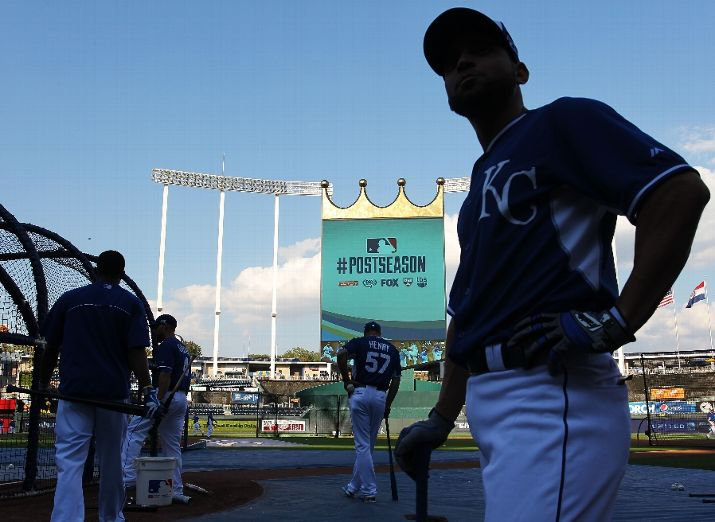 Omar Infante takes batting practice prior to the American League Wild Card game. (Photo courtesy of  Ed Zurga/Getty Images)